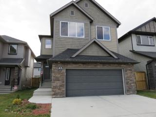 LUXURY HOUSE IN NW.6 bedrooms.CLOSE TO AIRPORT. - Calgary vacation rentals