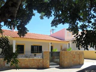 Ville Situé 3.5 km de la plage, 3 chambre ,WIFI - Boliqueime vacation rentals