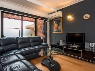 1 bedroom Apartment with Internet Access in Perth - Perth vacation rentals