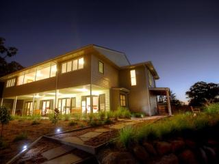 Sippers  4.5 star Luxury on the Granite Belt - Ballandean vacation rentals