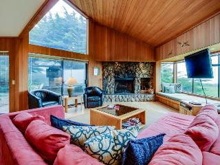 Cabin w/ocean views, hot tub & resort amenities, dogs OK! - Sea Ranch vacation rentals