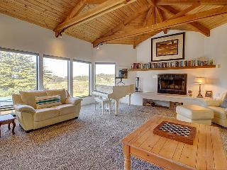 Lovely ocean bluff retreat with hot tub, shared pool, & beach access! - Sea Ranch vacation rentals