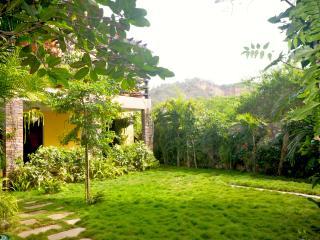 Casa completa en Olon a un minuto a pie del mar - Santa Elena vacation rentals