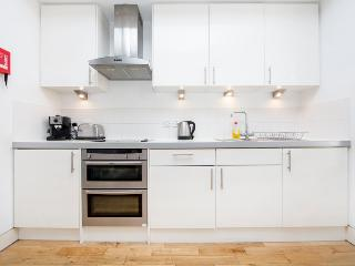 A superbly located studio in the heart of bustling Paddington - London vacation rentals