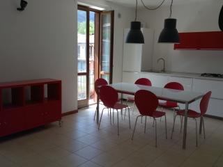 20 Lake Garda Salo', three roomed apt wifi, garage - Roè Volciano vacation rentals