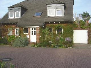 Haus Sonnenacker (2 Zimmer, Küche, Diele, Bad) - Düsseldorf vacation rentals