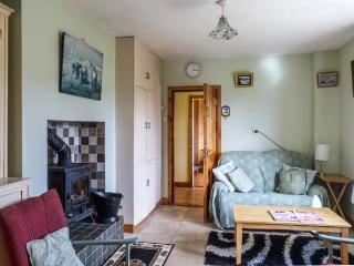 CARRIG HOUSE, detached, all ground floor, en-suite, solid fuel stove, conservatory, in Eyeries, Ref 932771 - Eyeries vacation rentals