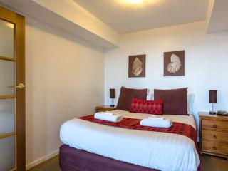 Perfect 2 bedroom Condo in Hobart with Internet Access - Hobart vacation rentals
