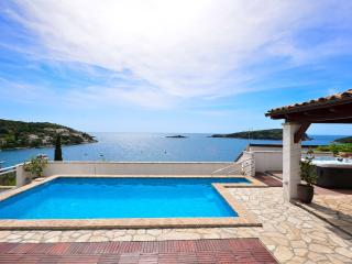 Seafront 4****villa with pool and outside jacuzzi - Molunat vacation rentals