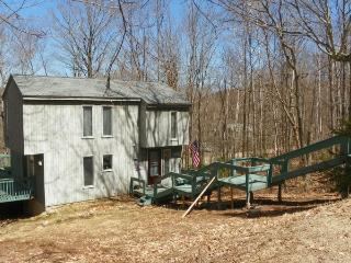 Waterville Estates Newly Renovated Vacation Rental sleeping 10 with passes to Recreation Center! - Campton vacation rentals