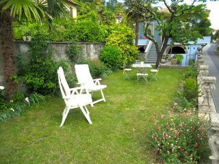 Charming 1 bedroom Condo in Ghiffa with Satellite Or Cable TV - Ghiffa vacation rentals