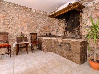 """Apartment """"Mediteran"""" - Stari Grad vacation rentals"""