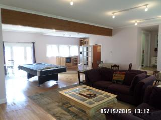 Big Beautiful 7 bedroom 3 bath hot tub pool table - Pittsfield vacation rentals