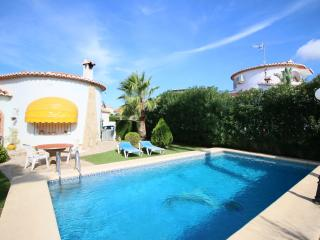Cozy Villa in Denia with Washing Machine, sleeps 4 - Denia vacation rentals