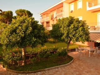 Cozy 2 bedroom Villa in Guardavalle - Guardavalle vacation rentals