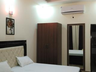 Fully furnished rooms with wifi - Zirakpur vacation rentals
