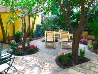CASA VARÒ with private garden Taormina center - Taormina vacation rentals