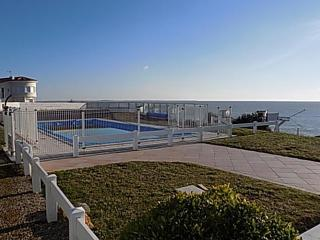 Lovely 2 bedroom Vacation Rental in Saint-Palais-sur-Mer - Saint-Palais-sur-Mer vacation rentals