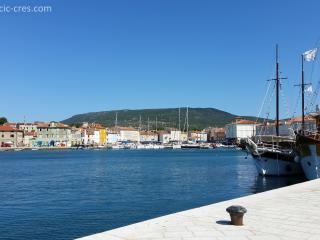 Vacation rentals in Cres Island