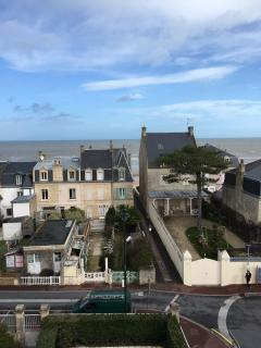 Adorable Condo with Parking and Satellite Or Cable TV - Saint-Aubin-Sur-Mer vacation rentals