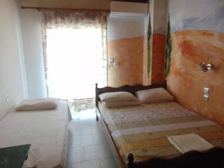 Comfortable 2 bedroom Neoi Poroi Apartment with Internet Access - Neoi Poroi vacation rentals