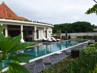 Nice 4 bedroom Villa in Batu Layar with Internet Access - Batu Layar vacation rentals