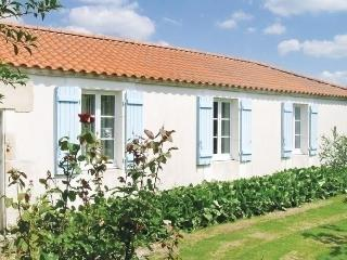 Grues - Saint-Denis-du-Payre vacation rentals