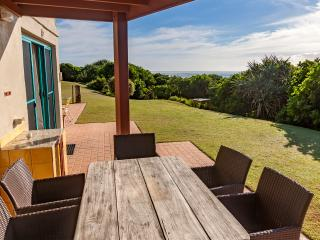 Beautiful Condo with Long Term Rentals Allowed (over 1 Month) and Parking - Hastings Point vacation rentals
