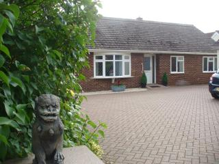 Comfortable 4 bedroom Bury Saint Edmunds Bungalow with Internet Access - Bury Saint Edmunds vacation rentals