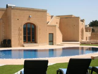 Nice Villa with Washing Machine and Housekeeping Included - Wardija vacation rentals