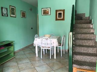 Villetta 3 livelli 2 bagni giardino a Roca Vecchia - Roca Vecchia vacation rentals