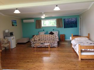 Bulwarra Bed and Breakfast - Aqua Studio - Dubbo vacation rentals