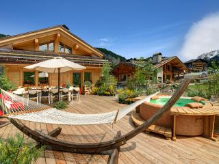 Bright 6 bedroom La Clusaz Chalet with Hot Tub - La Clusaz vacation rentals