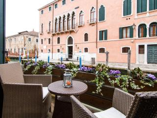 LUXURY FLAT WITH BALCONY OVER THE CANAL - Venice vacation rentals