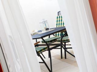 Adria 2 - cozy one bedroom apartment in Bol close to the beach and downtown - Bol vacation rentals