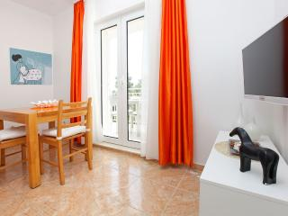 Adria 7-charming and cozy one bedroom apartment only 100 meters from the sea - Bol vacation rentals