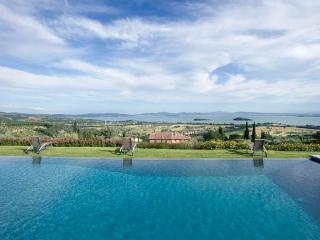 Charming 8 bedroom Villa in Tuoro sul Trasimeno - Tuoro sul Trasimeno vacation rentals