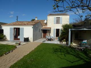 La Maison Pierre. Holiday home in Surgères centre. - Surgeres vacation rentals