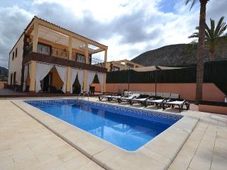 Villa Vista Hermosa 4 bedrooms & 4 bathrooms +pool - Los Cristianos vacation rentals