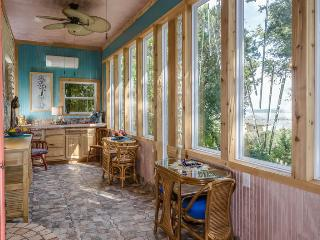Cozy House with Internet Access and Dishwasher - Canyon Lake vacation rentals