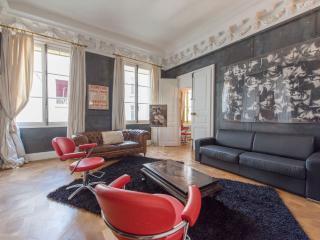 Oh la la, 2BR/2BA, 6 people - Paris vacation rentals