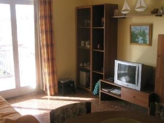 2 bedroom Apartment with Short Breaks Allowed in Salou - Salou vacation rentals