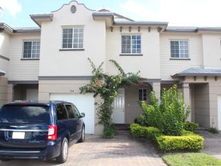Beautiful condo, WestPalm Beach,10 mins from beach - West Palm Beach vacation rentals