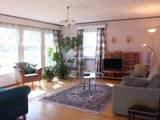 Jeppo Gäststugor, Anna huset med fyra sovrum - Uusikaarlepyy vacation rentals