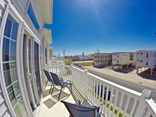 * Beach Block * Huge Townhouse Sleeps 12+ * - Wildwood vacation rentals