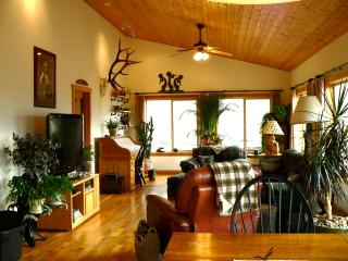 Cozy House in Livingston with Central Heating, sleeps 8 - Livingston vacation rentals