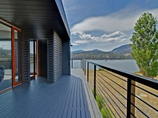 Amazing unique five-star waterfront retreat. - Hobart vacation rentals