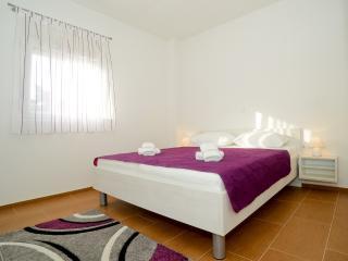 TH01300 Apartments Begonja / Two Bedrooms A3 - Privlaka vacation rentals