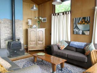 2 bedroom Guest house with Long Term Rentals Allowed in Katoomba - Katoomba vacation rentals