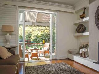 Lovely House with Internet Access and Dishwasher - Kirribilli vacation rentals